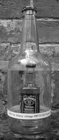 minature-bottle-of-Jack-Daniels-within-larger-bottle-uk